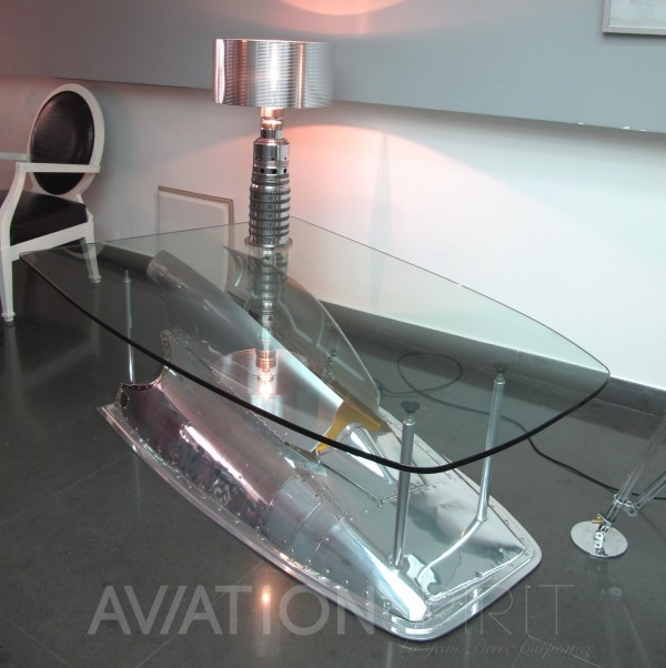 Table basse porte train atterrissage avion aviation for H h createur de meubles